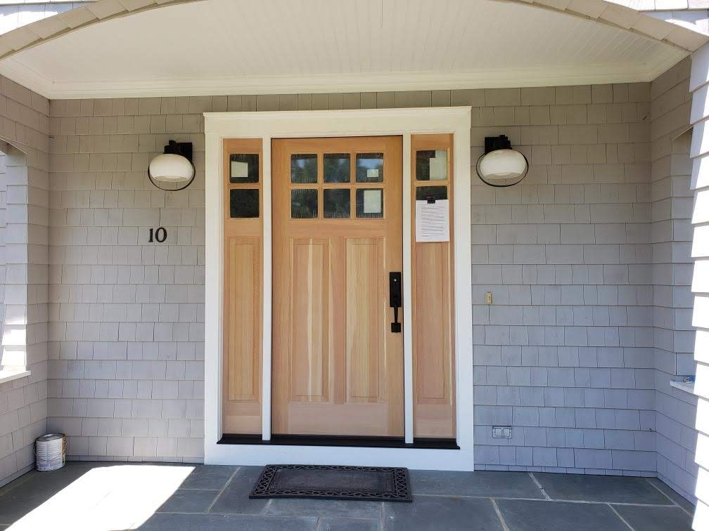 Doorway with 2 sidelights